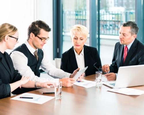 Zakelijke bijeenkomst in het kantoor