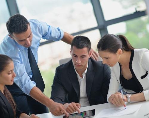 Executivos em uma reunião no escritório